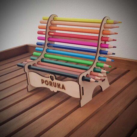 kreativna klupa s bojicama